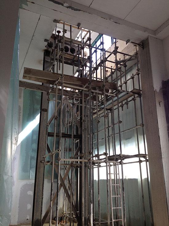 Tecnodiamante service srl demolizioni taglio cemento armato abbattimento muri e barriere - Apertura solaio per scala interna ...