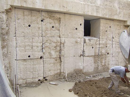 Tecnodiamante service srl demolizioni taglio cemento armato abbattimento muri e barriere - Apertura porta su muro portante ...